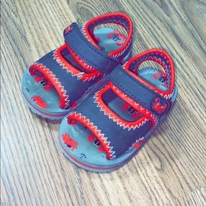 Used crab printed sandals toddler size 5